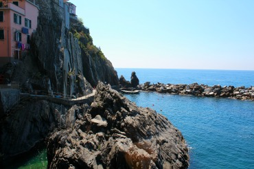 Manarola Front, BackpacktoBeyond